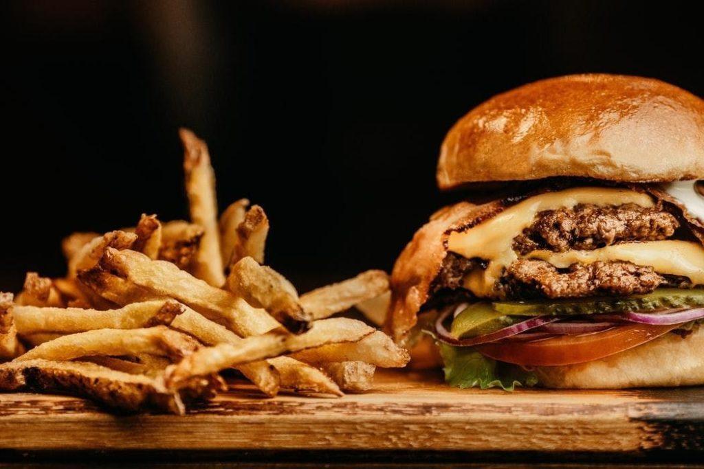 Hamburger món ăn được yêu thích nhất tại Mỹ.