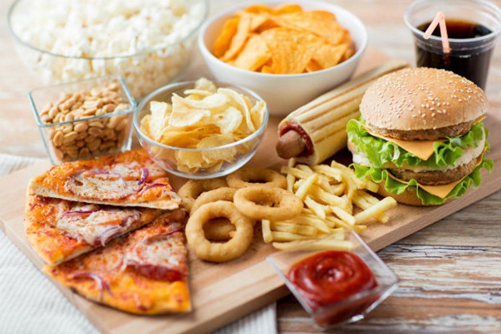 Thức ăn nhanh là món không thể thiếu của người Mỹ